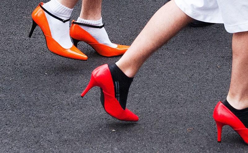Đi giày cao gót thường xuyên gây suy tĩnh mạch