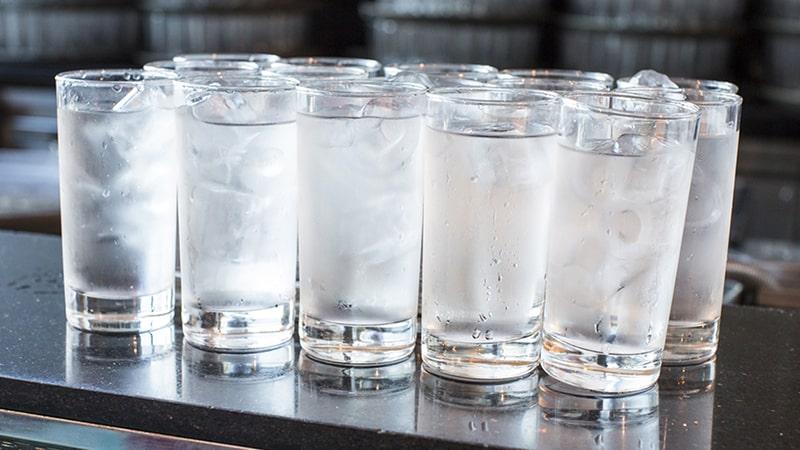 Nước lạnh sẽ giúp bạn tỉnh táo hơn khi dậy sớm