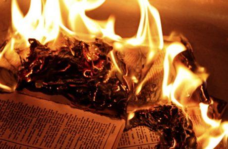Lòng người mỏng manh như giấy, xin đừng đem đi thử lửa