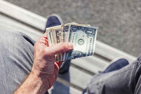 Thời trẻ không quan tâm đến tiền, cả đời không một xu dính túi