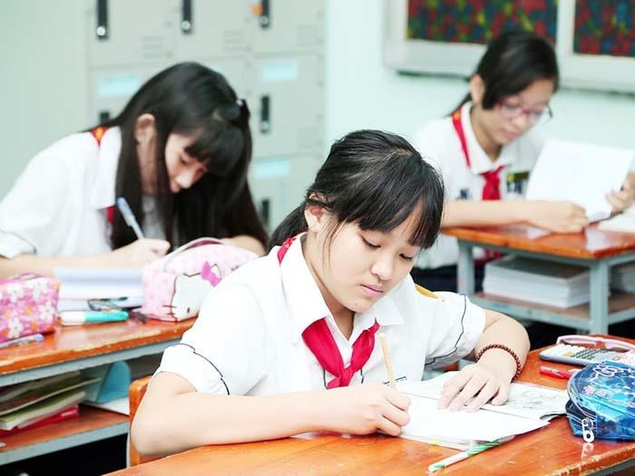 Gia sư trung học phổ thông cần giúp học sinh tổng hợp kiến thức