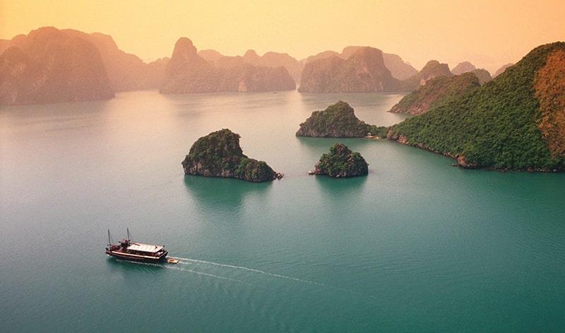 Hạ Long - Quảng Ninh khiến du khách không cưỡng lại được