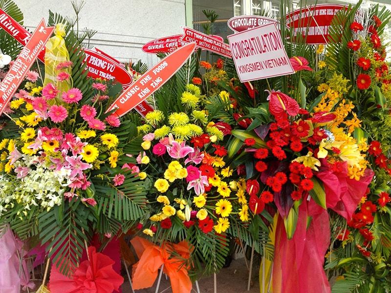 Lẵng hoa phù hợp trong các hội nghị lớn