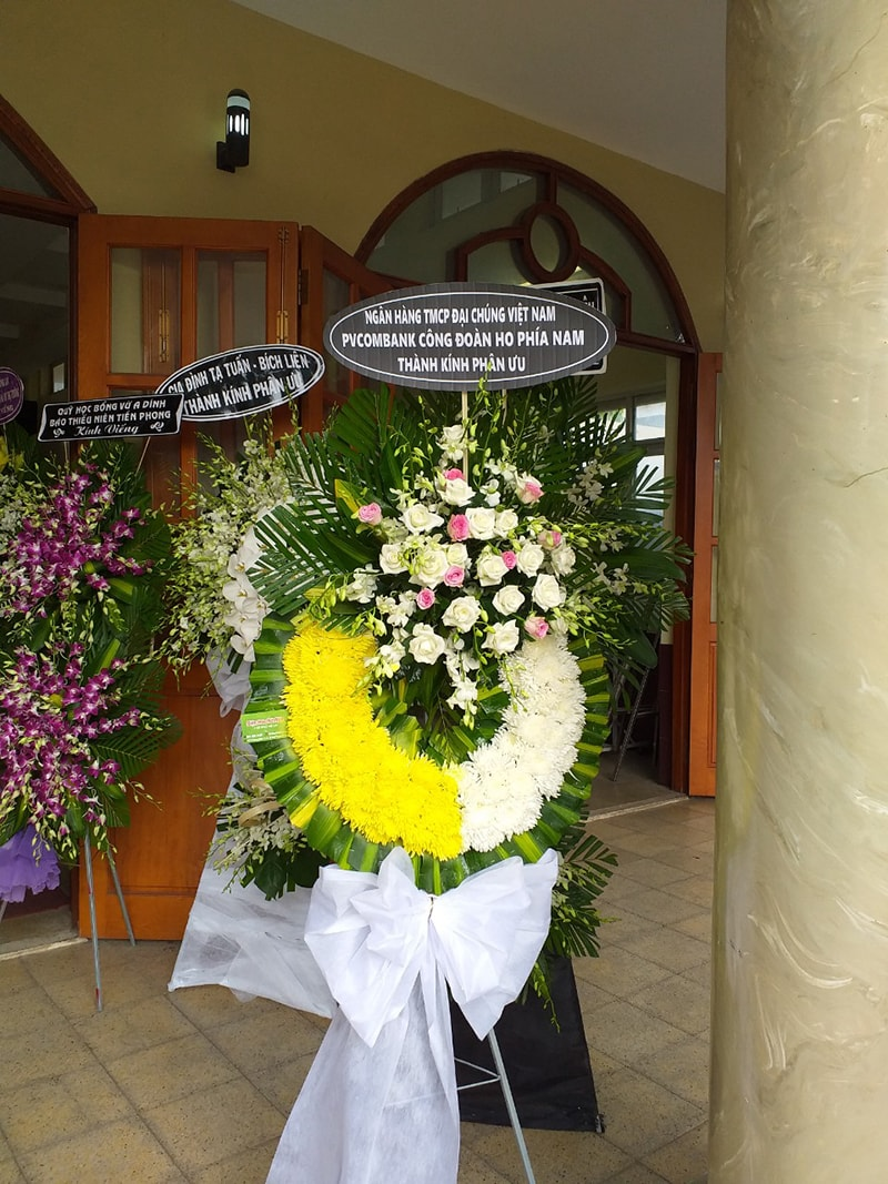 Lẵng hoa phù hợp để viếng đám tang