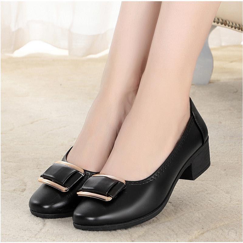 Tặng giày cho mẹ cũng là một gợi ý thú vị