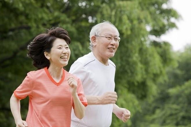 Nên Mua Thiết Bị Chăm Sóc Loại Nào Cho Người Lớn Tuổi