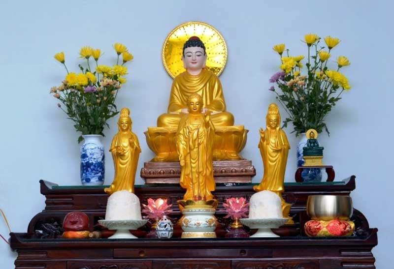Nên nhờ thầy thỉnh Phật sẽ đúng cách nhất